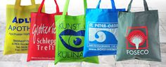Wir sind Experten, wenn es darum geht #Vliestaschen zu bedrucken! 😎😉 Ihr #Logo ist auf den farbigen #Vliestaschen ein absoluter Hingucker und ein nettes #Werbegeschenk an Ihre Kunden oder Messegästen.💪 Das pp non woven Material (Polypropylen, einer reinen Kohlenstoffverbindung) ist bei er korrekten Entsorgung Umweltneutral! #vliestaschen #Werbetaschen #Logo #Hingucker Neutral, Logos, Paper Shopping Bag, Material, Promotional Giveaways, Stretching, Tote Bag, Logo