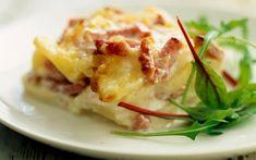 Aardappelgratin met spek Potato Dishes, Savoury Dishes, Potato Recipes, No Salt Recipes, Dutch Recipes, I Love Food, Good Food, Yummy Food, Healthy Cooking