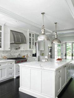 Gorgeous and luxury white kitchen design ideas (40)