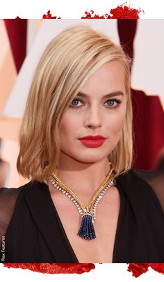 #MargotRobbie worked that red lip on the red carpet! #Oscars2015