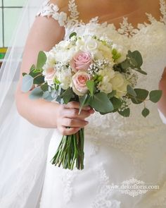 Wymarzony bukiet ślubny Panny Młodej w kolorze pudrowego różu z bielą Girls Dresses, Flower Girl Dresses, Wedding Dresses, Flowers, Fashion, Moda, Dresses For Girls, Bridal Dresses, Alon Livne Wedding Dresses