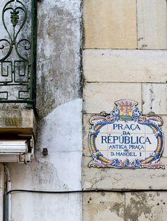 The Sign   Every town in Portugal has its Praça da Republica!