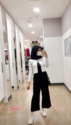 Street Hijab Fashion, Muslim Fashion, Korean Fashion, Fashion Outfits, Casual Hijab Outfit, Ootd Hijab, Hijab Chic, Hijab Fashionista, Hijab Fashion Inspiration