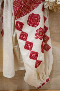 Romaanian blouse - Banat Folk Embroidery, Learn Embroidery, Embroidery For Beginners, Embroidery Patterns, Shirt Embroidery, Embroidery Techniques, Folk Clothing, Folk Costume, Needlework