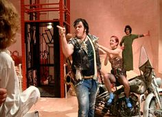 """Meatloaf never rode the motorcycle in the film. A stunt double was used except for the close-ups. For those scenes, Meatloaf was pushed in a wheelchair. 21 Facts You Probably Didn't Know About """"The Rocky Horror Pictures Show"""" Columbia Rocky Horror, Rocky Horror Show, Rocky Horror Picture Show Costume, Scary Movie 2, Horror Pictures, Horror Pics, Stunt Doubles, Best Clips, Thing 1"""