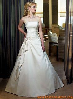 Robe A-ligne en satin décorée de plis créateur robe de mariée