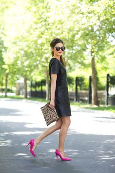 I want to amaze everyone, thats why I am thinking of buying hot pink shoes. Please can you advice me interesting outfit ideas what to wear with hot pink shoes? Pink Heels Outfit, Heels Outfits, Fuschia Shoes, Fuchsia, Hot Pink Pumps, Black Leather Dresses, Dress Black, Elegantes Outfit, Look Chic