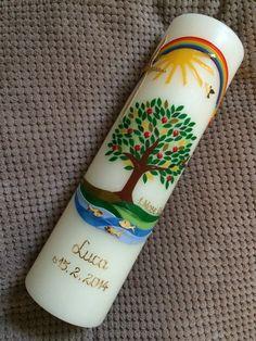 Baum-Taufkerze mit echten handgearbeiteten Wachsverzierungen Kerze zur Taufe Lebensbaum / Baum  Der Versand Ihrer Baum-Taufkerze erfolgt garantiert rechtzeitig. Bitte geben Sie in der...