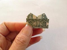 Fold the top extra border down inward to reveal the top of heart. Dollar Heart Origami, Easy Dollar Bill Origami, Origami Love Heart, Origami Hearts, Origami Flowers, Origami Star Paper, Origami Ball, Money Origami, Money Lei