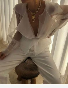 Mode Stylish white outfit and necklace Humidity: The Destroyer Of Family Vegetation Although humidit Fashion Killa, Look Fashion, High Fashion, Fashion Beauty, Womens Fashion, Fashion Design, Gothic Fashion, Zara Fashion, Fashion 2018