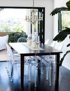 Love the ghost chairs. Honey and Fizz via Adore mag dining room ghost chairs chandelier palm. Ghost Chairs Dining, Dining Room Chairs, Dining Room Furniture, Coaster Furniture, Dining Tables, Outdoor Dining, Dining Room Inspiration, Home Decor Inspiration, Western Furniture