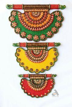 Clay Art Projects, Clay Crafts, Yarn Crafts, Thali Decoration Ideas, Diy Diwali Decorations, Acrylic Rangoli, Bird Feeder Craft, Rajasthani Art, Clay Wall Art