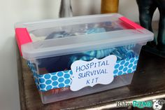 Baby Shower Gift Idea: Hospital Survival Kit filled with stuff for dad Baby Shower Presents, Unique Baby Shower Gifts, Baby Shower Cakes, Baby Shower Parties, Baby Boy Shower, Hospital Gifts, Baby Kit, Pinterest Diy, Gifts For Mum
