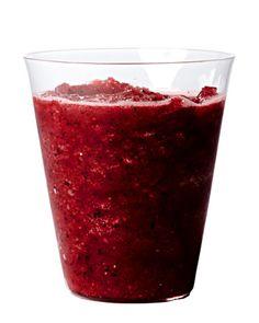 Smoothie de blueberries y té verde que aporta 50 calorias, 0 g de grasa, 13 g carbohidratos, 0 mg sodio, 1 g fibra.