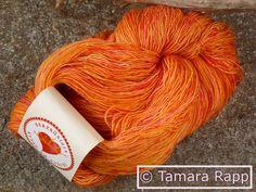 Handgesponnen & -gefärbt - Sonnenflecken - handgefärbtes Lacegarn mit Seide - ein Designerstück von HerzKoenigin bei DaWanda