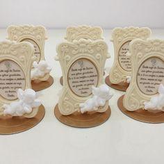 Porta retrato de chocolate com oração do Santo anjo para batizado#benditosbrigadeiros #doces ...