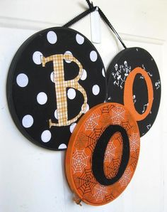 Scare up this spooky door hanger with embroidery hoops, scrap fabric and glue. (Nap Time Crafters).  Would be cute to make with Christmas fabric and design like ornaments