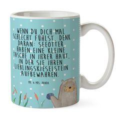 Tasse Otter mit Stein aus Keramik  Weiß - Das Original von Mr. & Mrs. Panda.  Eine wunderschöne spülmaschinenfeste Keramiktasse (bis zu 2000 Waschgänge!!!) aus dem Hause Mr. & Mrs. Panda, liebevoll verziert mit handentworfenen Sprüchen, Motiven und Zeichnungen. Unsere Tassen sind immer ein besonders liebevolles und einzigartiges Geschenk. Jede Tasse wird von Mrs. Panda entworfen und in liebevoller Arbeit in unserer Manufaktur in Norddeutschland gefertigt.     Über unser Motiv Otter mit Stein…