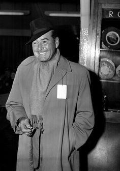 Hollywood actor Errol Flynn at London Airport before leaving for America, PA/PA Archive/Press Association Images Hollywood Actor, Golden Age Of Hollywood, Vintage Hollywood, Classic Man, Classic Movies, London Airports, Errol Flynn, Marilyn Monroe Photos, Interesting History