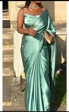 Dress Indian Style, Indian Fashion Dresses, Indian Designer Outfits, Indian Outfits, Indian Gowns, Indian Clothes, Indian Sarees, Fashion Clothes, Stylish Sarees