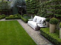 Gardenista: The New Gravel Backyard: 10 Landscape Designs That Inspired Me by Izabella Simmons : Low hedges and a gravel path surround the square-shaped lawn. A seating area was added to one of the sides. The garden was designed by Louise del Balzo Garden Design. #backyardlandscape
