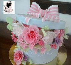 Box of flowers Cake Shop, Desserts, Flowers, Shopping, Cakes, Cake Ideas, Tailgate Desserts, Patisserie, Deserts