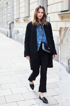 Winter layering can seem complicated, but this formula will surely make you succeed in no time. We spotted these two fashion babes wearing this classy coat + denim jacket combo. Source by fashion winter layers Winter Mode Outfits, Winter Fashion Outfits, Trendy Fashion, Fashion Trends, Fashion Styles, Fashion Fashion, Winter Layering Outfits, Office Fashion, Fashion Black