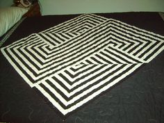Black/White OpArt Quilt by catmcclure from the quiltingboard.com