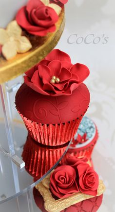 Cupcakes - coco's red and gold cupcake collection Flowers Cupcakes, Gold Cupcakes, Fancy Cupcakes, Pretty Cupcakes, Beautiful Cupcakes, Yummy Cupcakes, Cupcake Cookies, Velvet Cupcakes, Wedding Cupcakes
