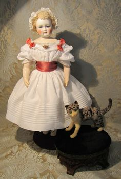 MLLE BEREUX on Ruby Lane http://www.rubylane.com/item/578354-0ABE/French-Fashion-White-Cotton-Mode #antiquedoll