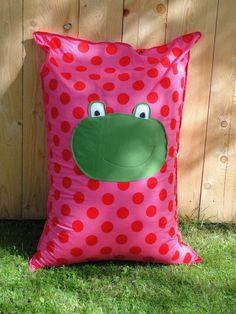 Auf diesem Sitzsack kann man liegen, sitzen, genießen und es sich richtig gemütlich machen. Egal ob für die Kinder beim spielen, lesen oder träu...