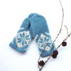 Ravelry: Vinterfrost votter / Frosty Winter mittens pattern by MaBe Mittens Pattern, Knit Mittens, Mitten Gloves, Knitted Hats, Hand Knitting, Knitting Patterns, Arts And Crafts For Teens, Sand Crafts, How To Start Knitting