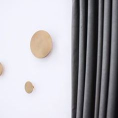 Part of the ZWEI HOME collection,our brass wall hooks. #interiortrend #contemporaryinterior #furnituredesign #interiordesign #productdesign #interiorphotography #architectureanddesign #midcenturymodern #deko #pillowdesign #inredningsdesign #minimalmood #frenchinterior #inneneinrichtung #danishdesign #lightdesign #scandinavianhome #marble #italiandesign #inredningsdetalj #whitespace #minimaldesign #monochrome #hollywoodregency #greyinterior #livingroominspo #decoracon #textilelove…
