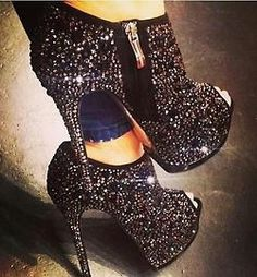 Shining Rhinestone Peep-toe Platform Ankle Boots ღ Awesome fashion clothes for stylish women from Zefinka. High Heels Boots, Platform Ankle Boots, Peep Toe Platform, Heeled Boots, Bootie Boots, Shoe Boots, Shoes Heels, Black Heels, Black Booties