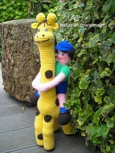 Haakpatroon giraffe [dikketje dap]     Benodigdheden: 1 bol geel en bruin en 2 plakogen voor de giraffe.   Restjes wol in roze,bl...