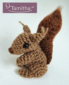 En daar is hij dan! Het patroontje van mijn eekhoorntje is eindelijk helemaal klaar! =) Nu beschikbaar! GRATIS download in onze webshop --...