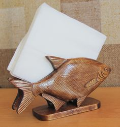 Fish Wood Carving, Mural Art, Scroll Saw, Wood Art, Wood Crafts, Woodworking Projects, Sculptures, Arts And Crafts, Pottery