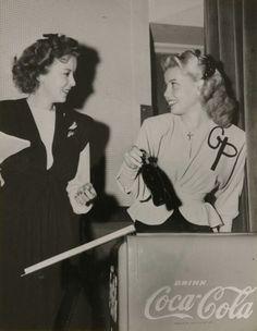 Ida Lupino & Gloria de Haven have a Coke.