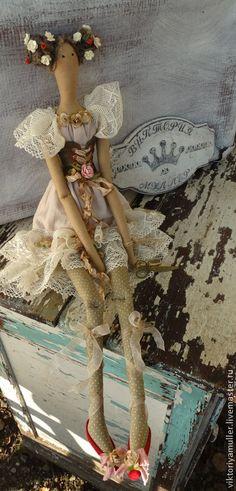 Купить или заказать кукла тильда ручной работы ФЕЕЧКА в интернет-магазине на Ярмарке Мастеров. ФЕЕЧКА создавалась для украшения салона красоты ФЛОРА г. Москва . Лёгкое кружево, много цветочков, шебби ленты.