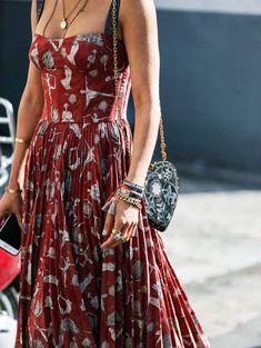 Aimee Song outside of Dior / Paris Fashion Week - Boh .- Aimee Song außerhalb von Dior / Pariser Modewoche – Bohem Stil Aimee Song outside of Dior / Paris Fashion Week - Fat Fashion, Look Fashion, Paris Fashion, Fashion Beauty, Fashion Spring, Trendy Fashion, Hippie Fashion, Unique Fashion Style, Bohemian Fashion Styles