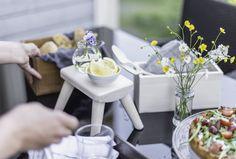Summer highlights, eating outside! Outdoors, eating, tablesettingideas  LEMPIvisions stailaus ja tuotekuvaus, Laatikkokauppa Jakkaristo Lilliputti jakkara  www.lempivisions.com