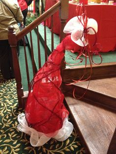 A large tomato cage wrapped in tulle and garland to create a Santa hat. You can insert Christmas light inside to make it glow. Christmas Lights Inside, Christmas Porch, Primitive Christmas, Christmas Wishes, Christmas Holidays, Merry Christmas, Recycled Christmas Decorations, Diy Christmas Ornaments, Xmas Decorations