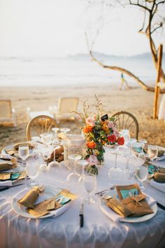 Beachside dining | Photo by Costa Vida Photography