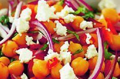 Středomořský cizrnový salát | Apetitonline.cz