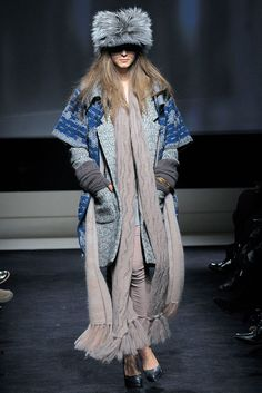 Missoni | Fall 2009 Ready-to-Wear Collection | Style.com || a russian hat