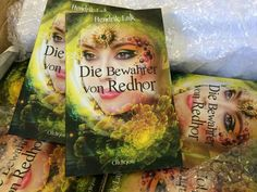 """#Druckfrisch! und von unglaublicher Farbintensität - das Cover! Und die Buchstaben erst  """"Die Bewahrer von Redhor 1""""von Hendrik Lalk Bestelllink #OldigorBuchshop: https://shops.supreme.de/oldigor-shop/allgemein/die-bewahrer-von-redhor-1/ #diebewahrervonredhor #books #oldigor"""