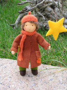 Boy with a Star Toy Trees, Diy And Crafts, Arts And Crafts, Tiny Dolls, Wooden Pegs, Waldorf Dolls, Felt Dolls, Felt Animals, Fabric Dolls
