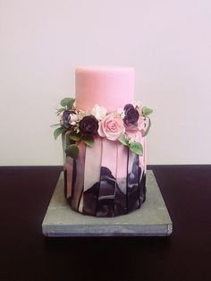 Pink marble cake by Bakverhalen - Angelique by elinor Beautiful Cake Designs, Beautiful Wedding Cakes, Gorgeous Cakes, Pretty Cakes, Fondant Cakes, Cupcake Cakes, Cupcakes, Cake Pink, Marble Cake