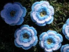 T&P - FloriPelas - escarapelas a Crochet / Ganchillo - YouTube Crochet Earrings, Flowers, Montessori, Crochet Flowers, Gifts, Candy, Scarves, Tricot, Bijoux