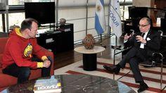 El Canciller @JorgeFaurie recibió al creador de #AngryBirds   El emprendedor finlandés Peter Vesterbacka es fundador de Rovio y de Slush  El Canciller Jorge Faurie recibió en su despacho al emprendedor finlandés Peter Vesterbacka creador de Angry Birds y fundador de Rovio y de Slush. Faurie y Vesterbacka coincidieron en la necesidad de capacitar y conectar a los emprendedores argentinos para exportar servicios de alto valor agregado intensivos en conocimiento y en tal sentido conversaron…